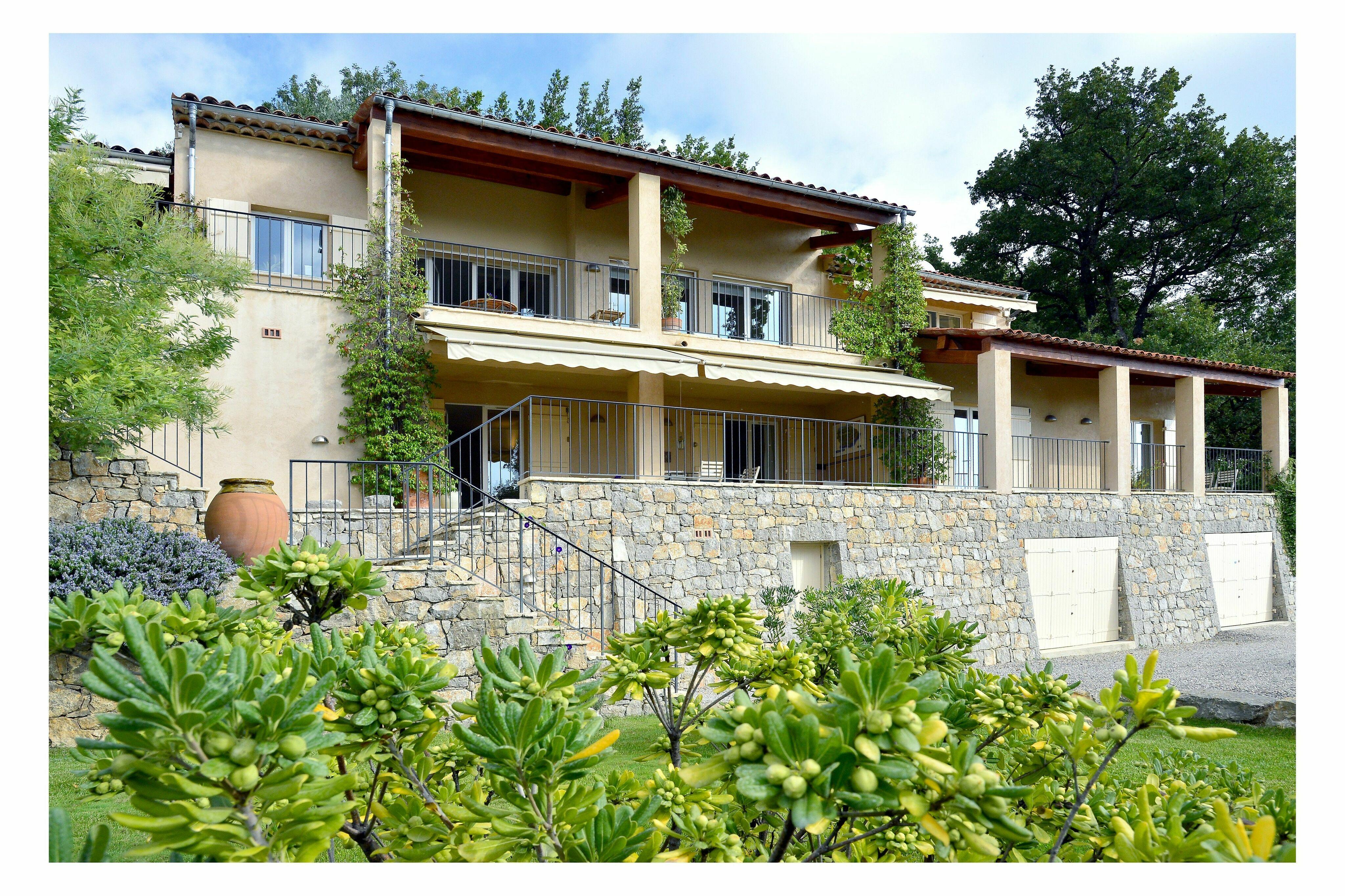 Seillans villa vacation rental maison dent bleue - Cote maison france 5 ...
